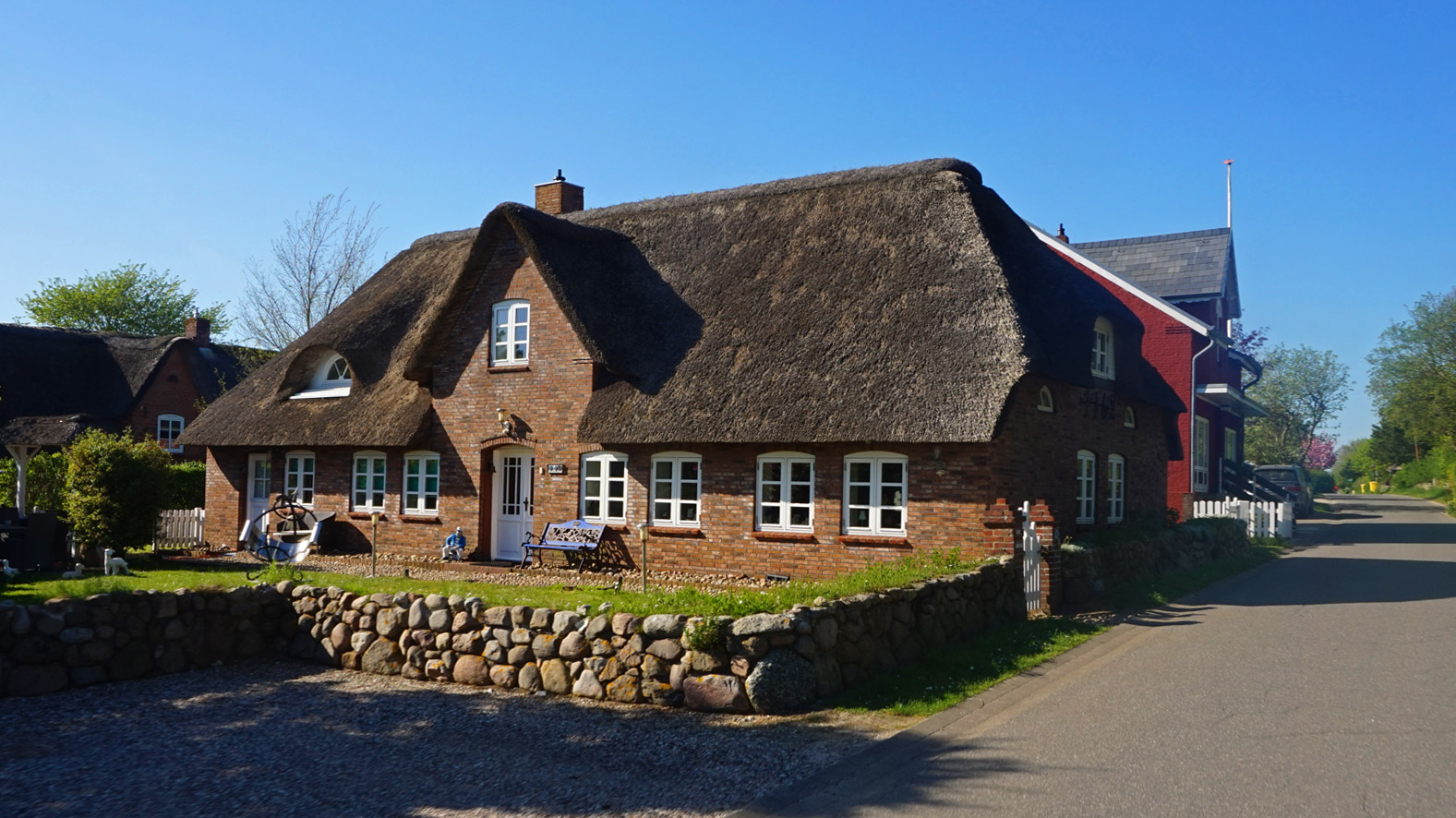 Schmuckes Reetdachhaus in Süddorf