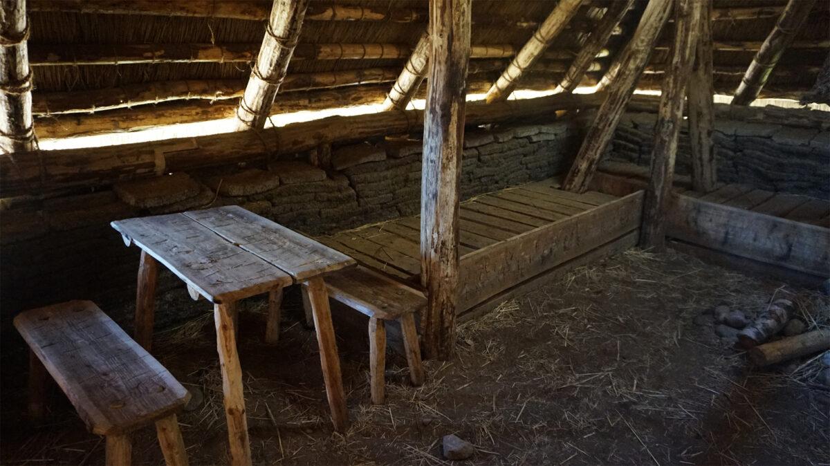 Im prähistorischen Wohngebäude